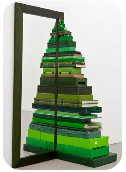 mirrored-christmas-tree